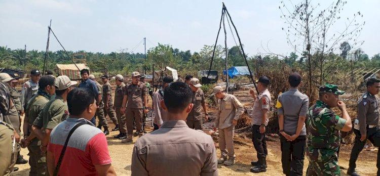 BREAKING NEWS! Puluhan Tambang Minyak Illegal di Sarolangun Dihancurkan