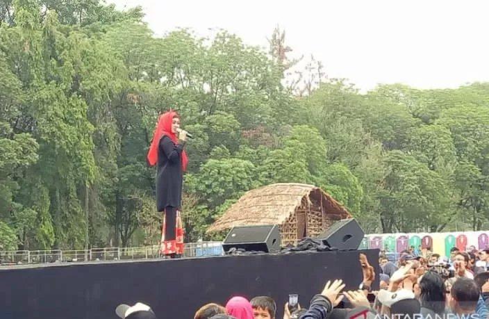 """Suhu Politik Tak Menentu, Ikke Nurjanah Cemas Tampil di Konser """"Musik Untuk Republik"""""""