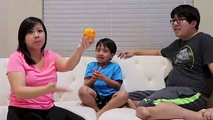 Hanya Review Mainan, Bocah YouTuber 8 Tahun Ini Hasilkan Pundi Uang Rp 308 Miliar