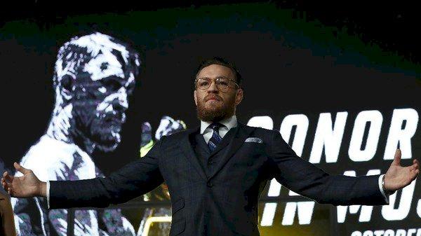 McGregor Provokatif, Dilempar Botol Pengunjung Saat Konferensi Pers di Moskow