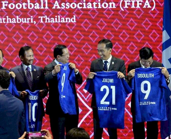 Jadi Tuan Rumah Piala Dunia U20, Jokowi Diganjar Jersey 21