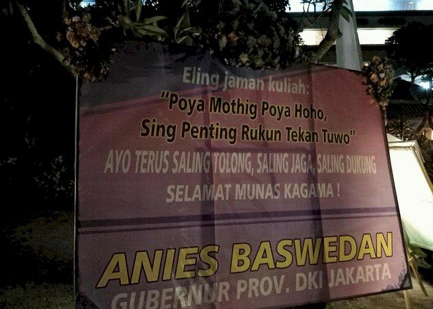 Poya Mothing Poya Haha Bahasa Anies Dalam Karangan Bunga, Bahasa Apa Ini?