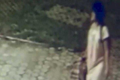 Seorang Wanita Berbaju Tidur Terekam CCTV Masjid, Begini Kelakuannya