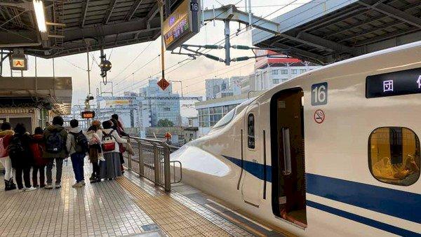 Viral, Kelakuan Wisatawan Indonesia Ini Bikin Kereta Shinkansen di Jepang Telat?