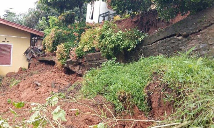 Hujan Deras Semalaman, 2 Rumah Warga Tertimbun Longsor