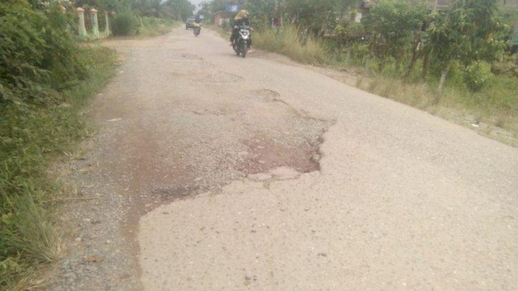 Jalan di Jaluko Muarojambi Rusak Parah, Warga Tagih Janji Bupati