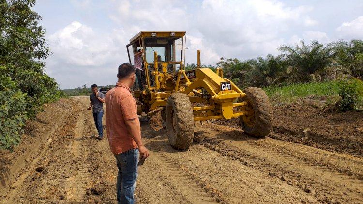 Jalan Panti-Lubuk Resam Sarolangun Diperbaiki Pemilik Proyek Irigasi Paket Tiga